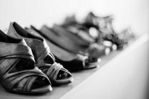 Женские туфельки на полке