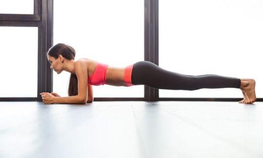 Упражнение планка для ягодиц и всего тела